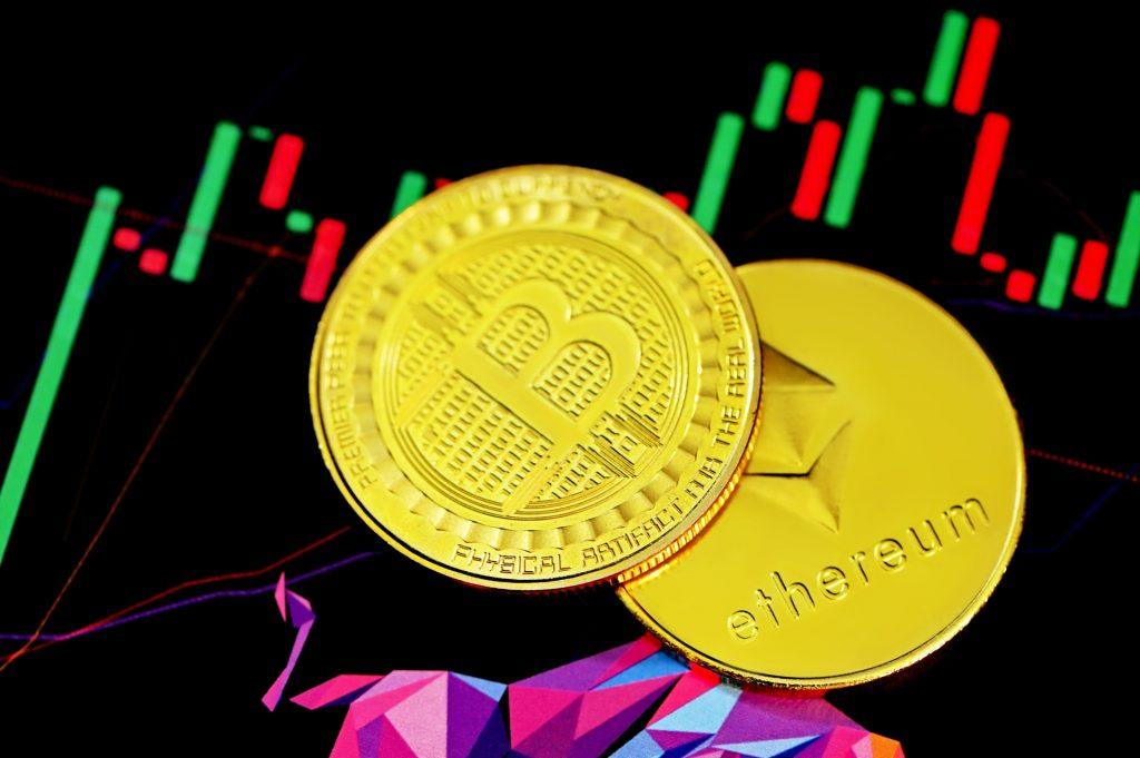 Volatilité cryptomonnaie : Le système décentralisé des cryptos